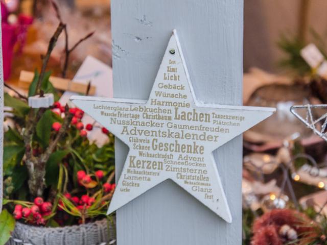 Preuschens Weihnachtsmarkt - vorweihnachtlicher Markt der Brennerei Erlwein in Hundboden bei Egloffstein.