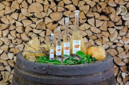 Aprikosenbrand der Brennerei Erlwein - Preuschens in Hundsboden in der Fränkischen Schweiz